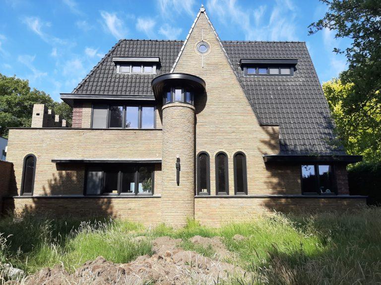Zandstralen gevel + reinigen dak + coating (na)
