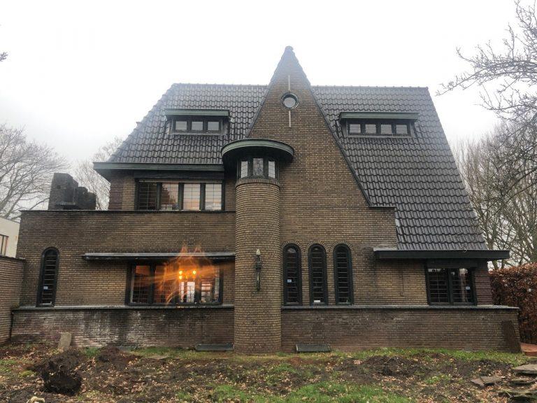 Zandstralen gevel + reinigen dak + coating (voor)